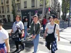 Schüler auf der Straße